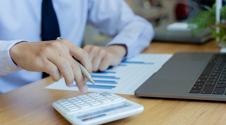 Tramos del IRPF, cómo ajustar los ingresos de un autónomo a finales de año